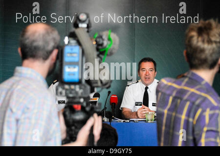Belfast, Northern Ireland. 19th June 2013. PSNI Chief Constable praises police and thanks protesters for making - Stock Photo