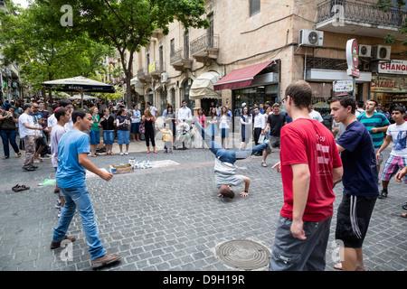 Street performance in Ben Yehuda pedestrian street, Jerusalem, Israel. - Stock Photo