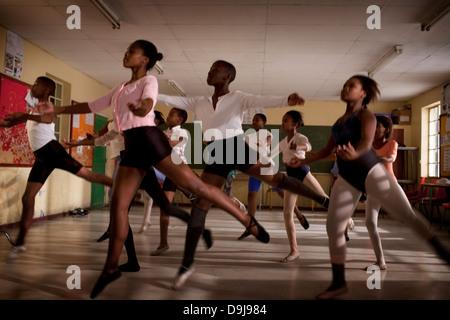 Hlengisa Primary School provides extracurricular dance training underprivileged children in Nyanga township Cape - Stock Photo