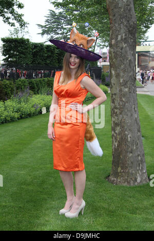 Ascot, Berkshire, UK. 19th June,2013: Racegoers attend day two of Royal Ascot at Ascot Racecourse.  Credit:  WFPA/Alamy - Stock Photo