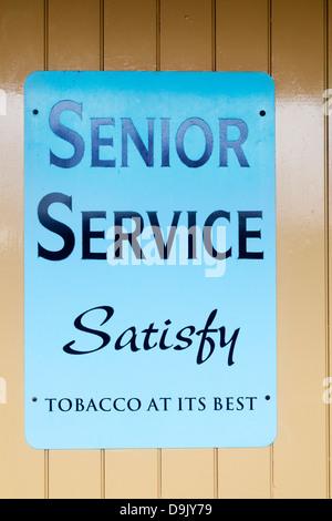 Senior Service tobacco sign in enamel - Stock Photo
