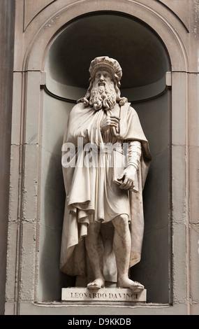 Statue of Leonardo da Vinci outside the famous Uffizi Gallery in Florence, Italy. - Stock Photo