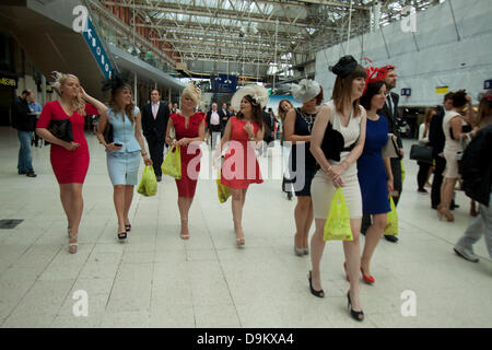 Ascot, Berkshire, UK. 21st June 2013. Racegoers arrive at Waterloo railway station for trains to the Royal Ascot - Stock Photo
