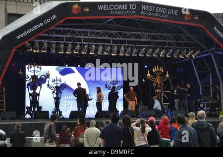 Trafalgar Square, London, UK. 21st June 2013. Attempts to Phantom of the Opera at Trafalgar Square - West End LIVE - Stock Photo