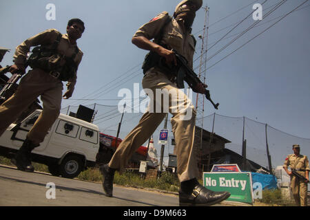 Srinagar, Indian Kashmir. June 22, 2013 - indian soldier runs near the site where two policemen were killed in shootout - Stock Photo