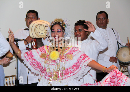 Traditional dancers from Panama wearing the pollera costume. - Stock Photo