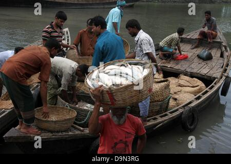 Bangladesh laborers at a wholesale fish market in barisal for River fish market