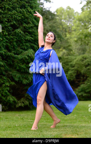 Old Westbury, New York, U.S. 22nd June 2013. Dancer in Lori Belilove & The Isadora Duncan Dance Company, with the - Stock Photo