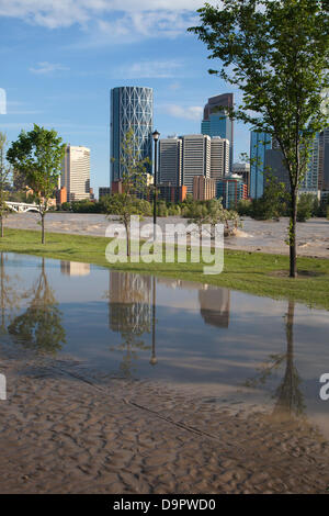Saturday, June 22, 2013. Portions of Memorial Drive, a major road paralleling the Bow River, are still under water - Stock Photo