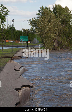 Saturday, June 22, 2013. Floodwaters recede after washing away parts of the bike path along Memorial Drive north - Stock Photo
