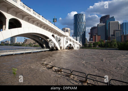 Saturday, June 22, 2013. The bike path at Centre Street Bridge underwater as floodwaters recede the day after peak - Stock Photo