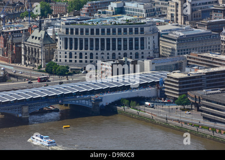 New photovoltaic solar panel roof over new Blackfriars railway station platforms with the Unilever House Building - Stock Photo