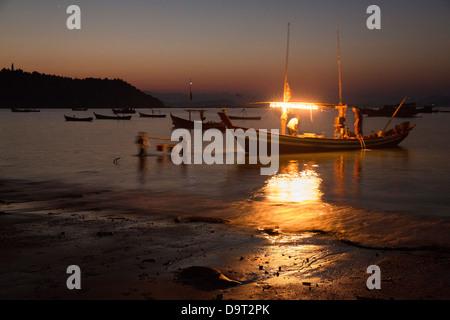 fishing boats landing their catch at Gyeiktaw at dawn, Ngapali, Rakhine, Myanmar (Burma) - Stock Photo