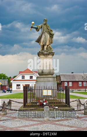 Tykocin in north-eastern Poland, a historical town. The main square with the statue of Stefan Czarniecki. - Stock Photo
