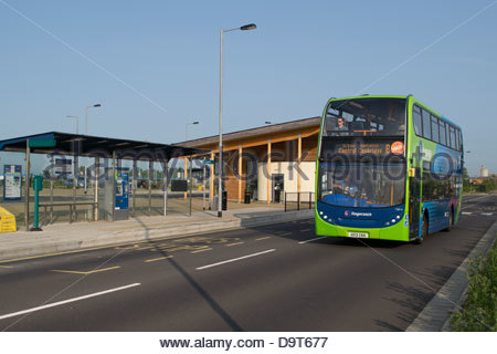 A Stagecoach bus leaves the Longstanton bus stop on the Cambridge Guided busway - Stock Photo