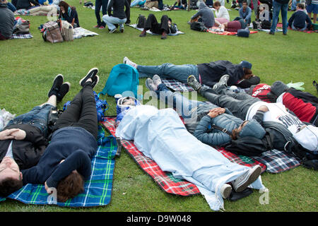 Wimbledon London, UK. 26th June 2013.  Tennis fans queue for tickets to watch Andy Murray and Roger Federer on day - Stock Photo