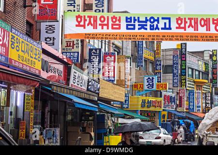 Street scene in Dongdaemun market, Seoul, South Korea, Asia
