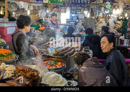 Dongdaemun Market, Dongdaemun District, Seoul, South Korea, Asia