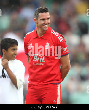 London, UK. 27th June 2013. Kevin Pietersen lines up for England during the International T20 series game between - Stock Photo