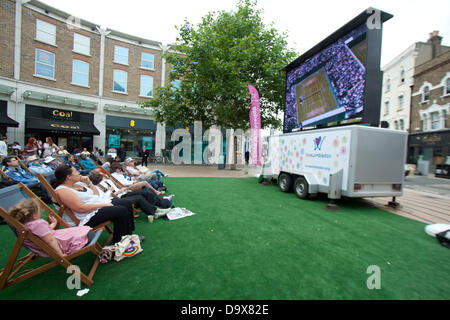 Wimbledon, London, UK. 27th June 2013.  Shoppers and members of the public enjoy watching live matches broadcast - Stock Photo