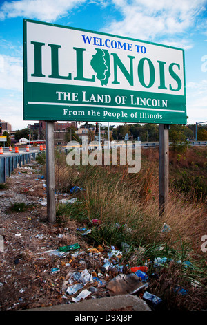 Welcome to Illinois' sign, Alton, IL., is surrounded by trash - Stock Photo