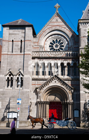 Horse drawn carriage in front of St Ann's church Dawson Street central Dublin Ireland Europe - Stock Photo