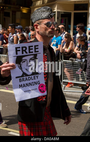 London, UK. 29th June, 2013. Participant at the Gay Pride Parade in Central London on 29 June 2013 demanding the - Stock Photo