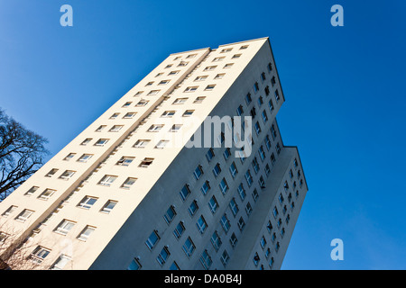 High rise council flats in the English town of Reading, Berkshire, England, GB, UK. - Stock Photo