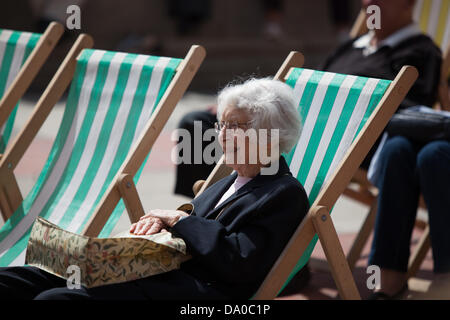 Birmingham, UK. 29th June, 2013. Crowds relax on deck chairs to watch entertainment in Chamberlain Square to celebrate - Stock Photo