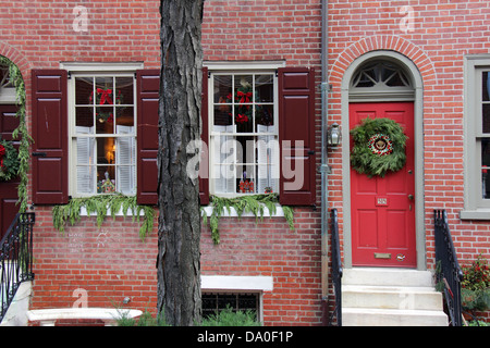 Colonial houses in philadelphia pennsylvania with for Colonial home christmas decorations