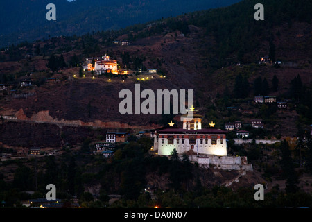 Paro Dzong (Rinpung Dzong) in foreground and the national museum above in western Bhutan. - Stock Photo