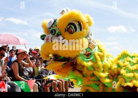 Spectators at the Hong Kong Cultural Festival, part of the London Hong Kong Dragon boat festival are entertained - Stock Photo