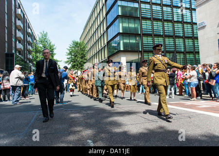 London, UK. 29th March, 2013. Scottish regiment marching in support of the London Gay Pride in Baker Street, London. - Stock Photo