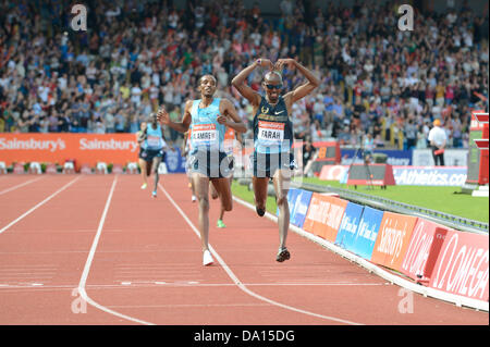 Birmingham, UK. 30th June 2013. Mo Farah of Great Britain celebrates winning the men's 5000m event at the 2013 Sainsbury's - Stock Photo