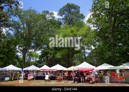 Georgia Thomasville Paradise Park Rose Show & Festival weekend Arts in the Park crafts flea market vendors sellers - Stock Photo