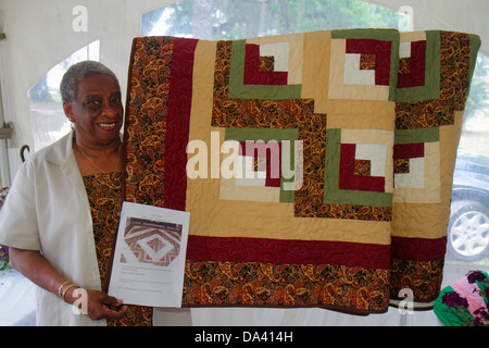 Georgia Thomasville Paradise Park Rose Show & Festival weekend Arts in the Park crafts flea market Black woman quilt - Stock Photo