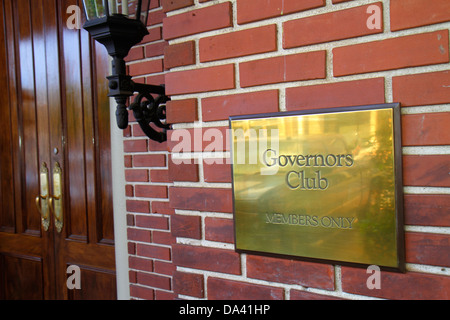 Tallahassee Florida sign Governors Club members only sign entrance - Stock Photo