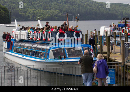 Windermere, UK. 04th July, 2013. 4th July 2013 UK Weather Bowness on Windermere Cumbria Passenger cruiser arriving - Stock Photo
