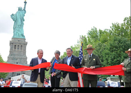 New York, USA. 04th July, 2013. On July 4, 2013, Secretary of the Interior Sally Jewell cut a ribbon to symbolically - Stock Photo