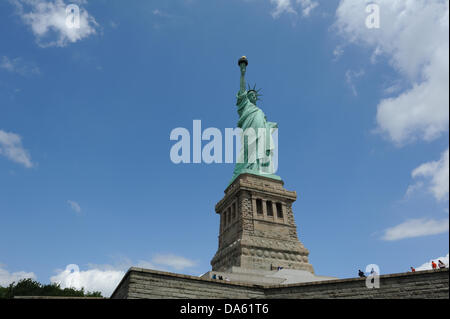 New York, USA. 04th July, 2013. The Statue of Liberty reopened on July 4, 2013 after having been closed for eight - Stock Photo