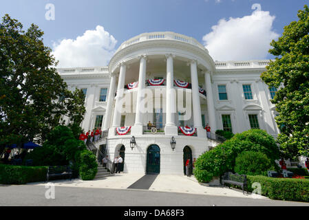 Washington DC, USA. 04th July, 2013. The South Lawn of the White House is prepared for a barbeque hosted by United - Stock Photo