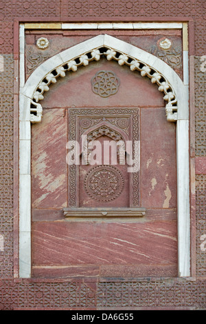 Decorative elements carved in sandstone and marble, Red Fort - Stock Photo