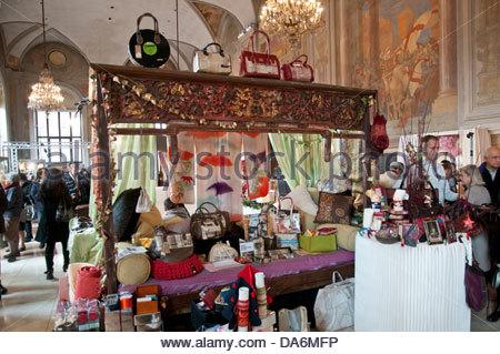 regali a palazzo exposition,palazzo re enzo,bologna,december 2012 - Stock Photo