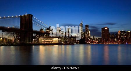 Brooklyn Bridge and the downtown Manhattan skyline at twilight - Stock Photo