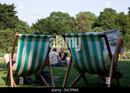 London, UK. 6th July, 2013. Sunny day in St James's park,  London Credit:  Jay Shaw-Baker/Alamy Live News - Stock Photo