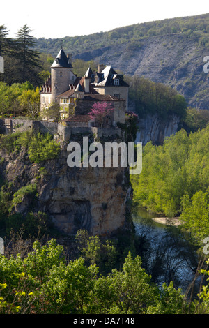 Belcastel Chateau perked dramatically on top of a cliff overlooking the Aveyron River in Aquitaine region of France - Stock Photo