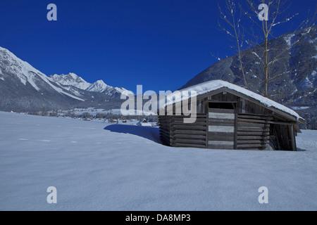 Austria, Europe, Tyrol, Gurgltal, Nassereith, winter, Stadel, hay barn, snow, mountains, Mieminger chain, Marienbergspitze, - Stock Photo