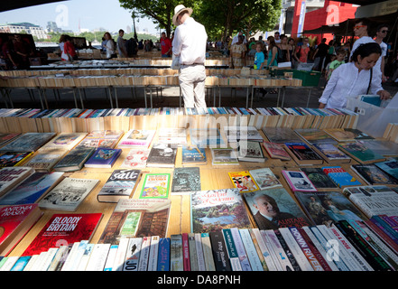 Secondhand book stall on South Bank, London under Waterloo Bridge - Stock Photo