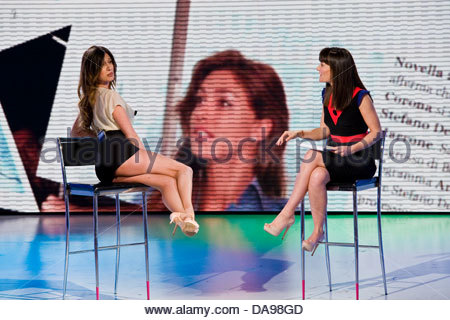 Telecast 'Quelli che il calcio'. RAI 2. Milan 2012. Victoria Cabello and Virginia Raffaele - Stock Photo