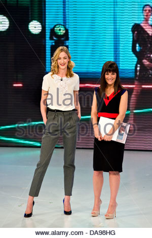 Telecast 'Quelli che il calcio'. RAI 2. Milan 2012. Victoria Cabello and Eva Riccobono - Stock Photo